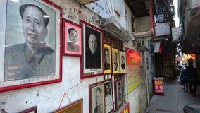 Shenzhen Kina: Skyddsremsagravyr- och målningaffär royaltyfria bilder