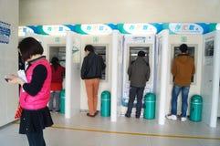 Shenzhen Kina: tillträde för bankATM-maskin Arkivbilder