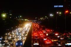 Shenzhen Kina: trafiklandskapet av vägen för 107 medborgare på natten Fotografering för Bildbyråer