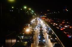 Shenzhen Kina: trafiklandskapet av vägen för 107 medborgare på natten Royaltyfri Fotografi