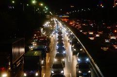 Shenzhen Kina: trafiklandskapet av vägen för 107 medborgare på natten Arkivbilder