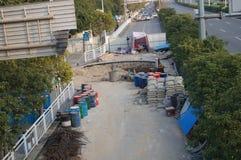 Shenzhen Kina: trottoarkonstruktion Arkivfoto