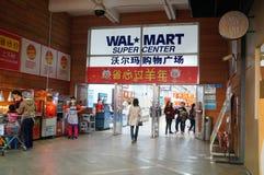 Shenzhen Kina: WAL-MART supermarket på ingången Fotografering för Bildbyråer