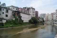 Shenzhen Kina: Xixiang flodlandskap och byggnader Royaltyfria Foton