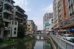 Shenzhen Kina: Xixiang flodlandskap och byggnader Arkivfoto