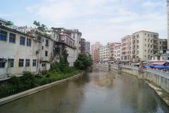 Shenzhen Kina: Xixiang flodlandskap och byggnader Arkivbild