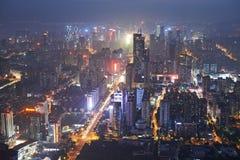 Shenzhen miasto w nocy świetle. Ptasi widok zdjęcia stock