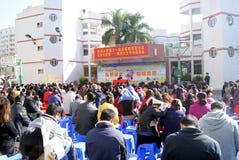 Shenzhen: parents a leitura da instrução Imagem de Stock