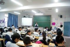 Shenzhen, porcelaine : enseignement de salle de classe d'école images libres de droits
