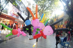 Shenzhen, porcelaine : vente du jouet de ballons Photographie stock libre de droits