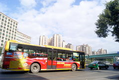 Shenzhen, porcelana: 107 drogowego ruchu drogowego krajowy krajobraz Fotografia Royalty Free