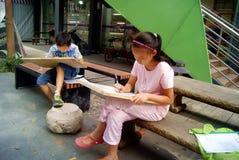 Shenzhen, porcelana: w obrazie ucznie Zdjęcie Royalty Free