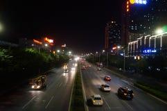Shenzhen, porcellana: paesaggio di notte della strada del cittadino 107 Fotografie Stock