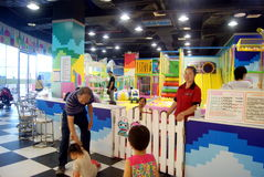 Shenzhen porslin: barns lekplats Royaltyfria Foton