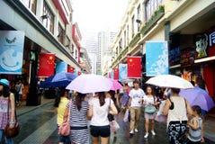 Shenzhen porslin: kommersiell fot- gata för östlig port Royaltyfri Fotografi