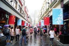 Shenzhen porslin: kommersiell fot- gata för östlig port Royaltyfri Foto