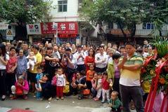 Shenzhen porslin: kommersiell kapacitet för berömlejondans Arkivfoton
