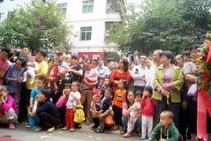 Shenzhen porslin: kommersiell kapacitet för berömlejondans Arkivbilder
