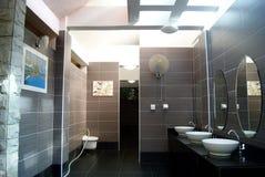 Shenzhen porslin: offentliga toaletter royaltyfri foto