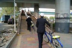Shenzhen porslin: patrullpoliskvinna Arkivbild