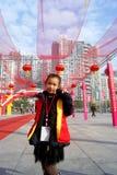 Shenzhen porslin: sälja tidningsflickan Royaltyfri Bild