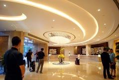 Shenzhen porslin: Shangri-La hotell royaltyfri bild