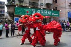 Shenzhen-Porzellan: die Löwetanzaktivitäten Lizenzfreie Stockfotos