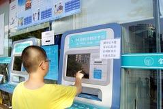 Shenzhen-Porzellan: Selbsthilfebuchmaschine auch 24 Stunden pro Tag Stockbild