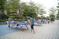 Shenzhen, Porzellan: Spielen von Tischtennis Lizenzfreies Stockbild