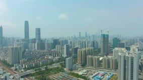 Shenzhen stads- Cityscape p? Sunny Day Bostads- grannskap Guangdong Kina flyg- sikt arkivfilmer