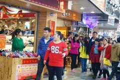 Shenzhen, Κίνα: Εμπορικό για τους πεζούς τοπίο οδών Xixiang Στοκ εικόνα με δικαίωμα ελεύθερης χρήσης