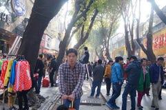 Shenzhen, Κίνα: Εμπορικό για τους πεζούς τοπίο οδών Xixiang Στοκ φωτογραφία με δικαίωμα ελεύθερης χρήσης