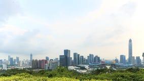 Shenzhencityscape bij zonsondergang met het Openbare Centrum en Ping An IFC op voorgrond Stock Afbeelding