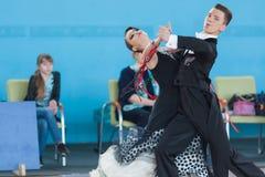 Shepelev Vladislav и Vinnik Aleksandra выполняют программу стандарта Youth-2 Стоковая Фотография