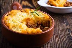 Shepherd пирог ` s, традиционное великобританское блюдо стоковые фотографии rf