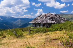 Shepherd wooden hut abandoned in the mountains Royalty Free Stock Photos