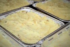 Shepherds tortas em uns recipientes da lata Imagem de Stock Royalty Free