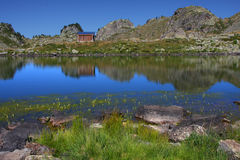 Shepperd hut on mountain lake shore Royalty Free Stock Photos