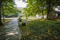SHERBA,保加利亚, 2015年8月10日,在草的躺椅 库存照片