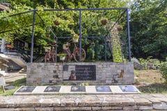 SHERBA, BULGARIJE, 10 AUGUSTUS 2015, twee fietsen en één of andere zeer beroemd Royalty-vrije Stock Fotografie