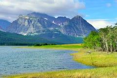 Sherburne湖在冰川国家公园 库存照片