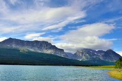 Sherburne湖在冰川国家公园 免版税图库摄影
