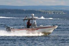 Sheriff Boat auf dem See Lizenzfreies Stockbild