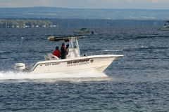 Sheriff Boat på vatten Royaltyfri Foto
