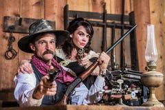 SheriffPoints Gun With kvinna Arkivbilder