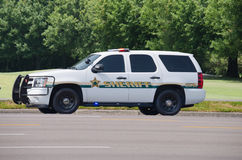 Sheriffsuvlastbil med ljus på körning Royaltyfri Foto