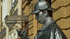 Sherlock Holmes-het leven beeldhouwwerk stock footage