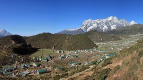 Sherpadorp Khumjung, het Nationale Park van Everest Stock Afbeelding