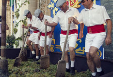 Sherry, Spanien - 10. September 2013: Traditionelle Stampfentrauben Lizenzfreies Stockbild