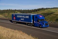 Sherwin Williams Semi Truck/blaues Volvo stockbild
